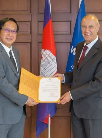H.E. Minister of Commerce received registration certificate of Kampot pepper in 32 countries through Lisbon agreement in 2020